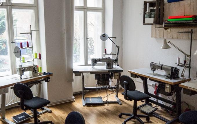 garnundmehr_nadelwald_berlin_sewingmachine_Naehmaschine_Garn_Yarn_neon_werkstatt_sewingstudio3