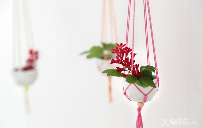 DIY hängende Mini-Vasen aus Porzellanschalen mit rosa Garn und Makramee